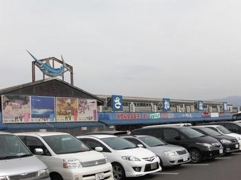 さかなセンタ(駐車場).jpg